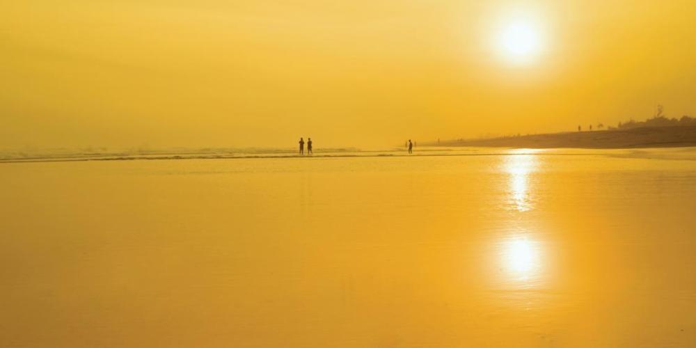 Hot sun shining on water at beach